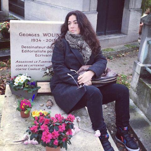 Elsa Wolinski se recueille auprès de son père