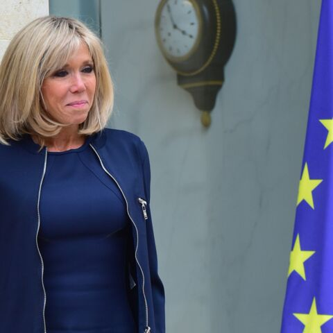 """PHOTOS – Brigitte Macron: elle a encore les honneurs de Vogue et """"modernise l'allure classique française"""""""