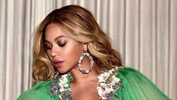PHOTOS – Beyoncé, enceinte, assortie à sa fille Blue Ivy qui porte une robe à 23 000 euros