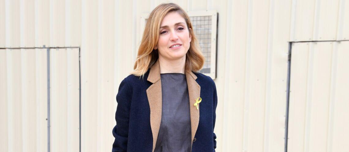 b45ce883d3a8 PHOTOS – Julie Gayet arbore un nouveau style haut en couleurs au défilé  Hermès - Gala