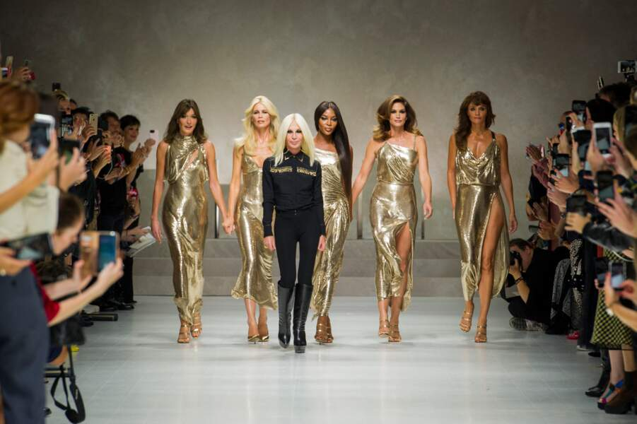 les supermodel réunies Carla Bruni Sarkozy, Claudia Schiffer, Naomi Campbell, Cindy Crawford, Helena Christensen