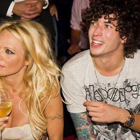 Pamela Anderson, alerte à l'amour avec Julian Perretta!