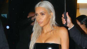 PHOTOS – Kim Kardashian cède à la tendance et adopte les cheveux blancs