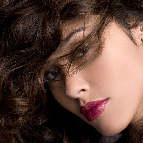 Permanente cheveux: la tendance coiffure fait son grand retour