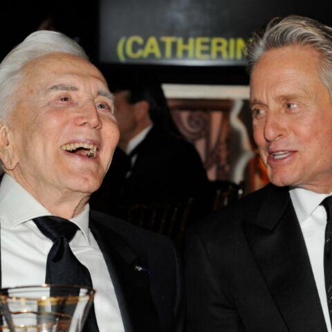 PHOTOS – Dans les coulisses des 100 ans de Kirk Douglas avec son fils Michael Douglas