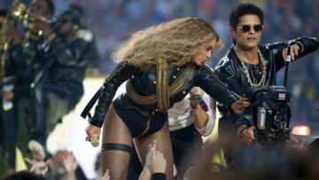 Vidéo- Beyoncé se récupère de justesse au Super Bowl