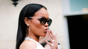 PHOTOS – Rihanna se la joue Marilyn Monroe, debout sur un avion en plein vol