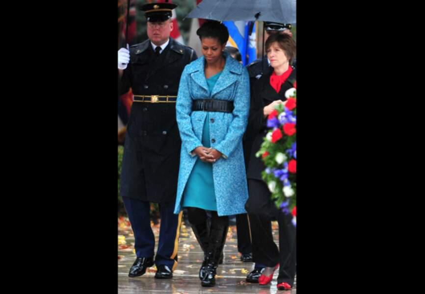 Le 11 novembre 2009 FLOTUS rend hommage au soldat inconnu avec son manteau bien connu