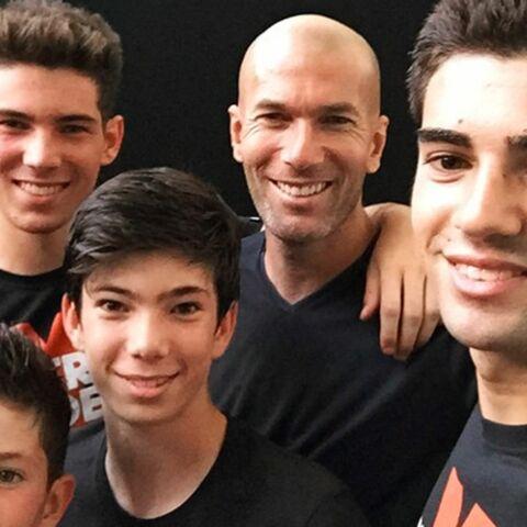 Zinedine Zidane emmène ses fils Enzo et Lucas en tournée