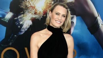 PHOTOS – Robin Wright : son incroyable évolu­tion capil­laire de Prin­cess Bride à Wonder Woman