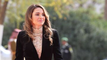 LOOK – Rania de Jordanie mêle sexy et chic dans une tenue lacée