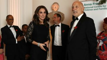 PHOTOS – Kate Middleton affiche son baby bump dans une robe sculpturale Diane Von Furstenberg