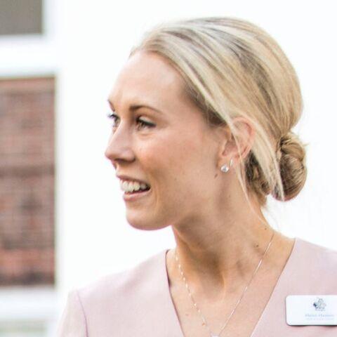 La très sexy directrice de l'école du prince George fait parler