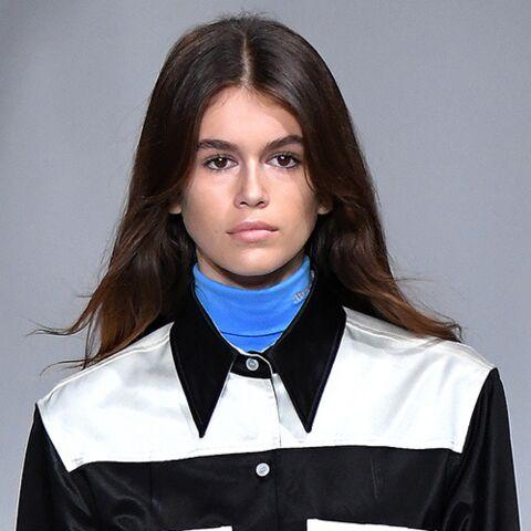 PHOTOS – Kaia Gerber: la fille de Cindy Crawford fait ses premiers pas sur le podium au défilé Calvin Klein