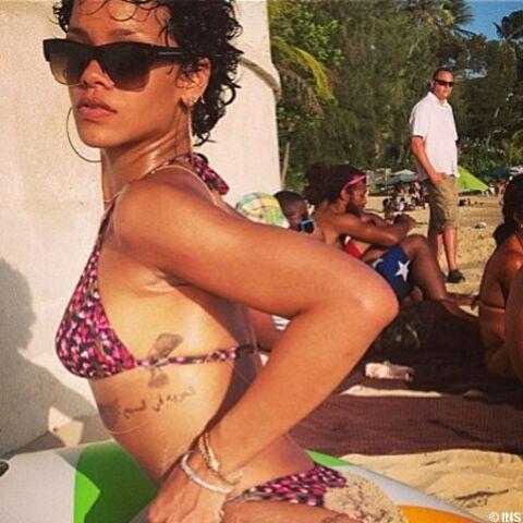 Photos – Rihanna sexy beach