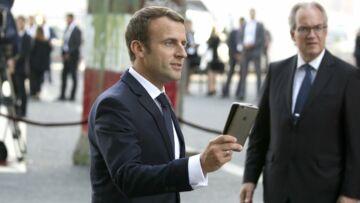 Pourquoi Emmanuel Macron a-t-il deux téléphones portables?