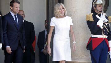 PHOTOS – Brigitte Macron vole la vedette à son époux dans une sublime robe Courrèges