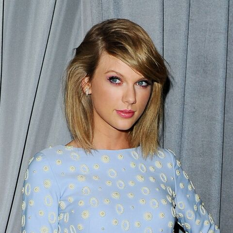 Vidéo –Taylor Swift échappe aux paparazzis en imitant un crabe