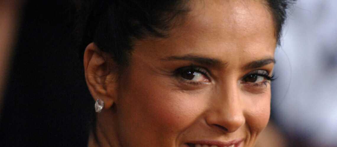 Salma Hayek fait de nouveau tourner la tête de Pierce Brosnan