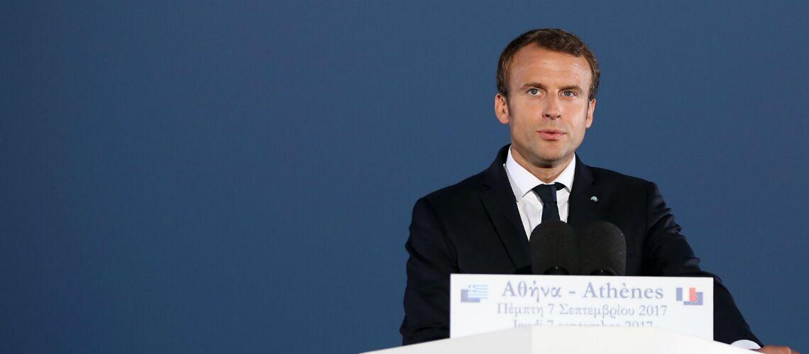 PHOTOS – Emmanuel Macron va bientôt avoir une collection de maillots de foot