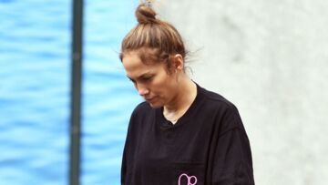 PHOTOS – Jennifer Lopez, sans maquillage et en jogging dans les rues de New York, elle reste sublime!