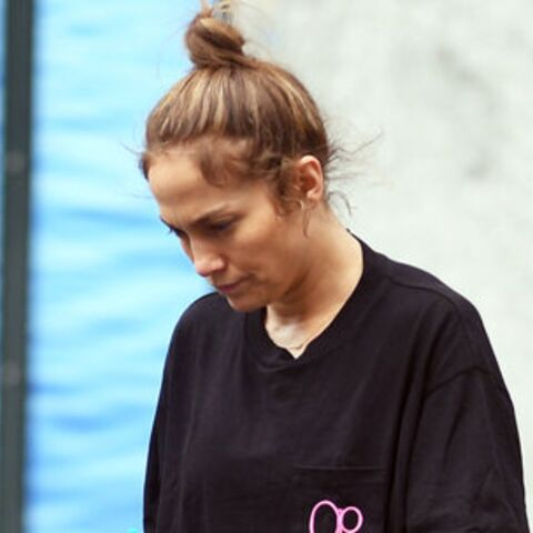 PHOTOS – Jennifer Lopez, sans maquillage et en jogging dans les rues de New York, elle reste sublime !