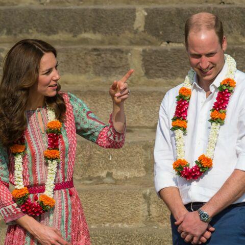 Photos – Princesse Kate, motifs cachemire et couronne de fleurs en Inde
