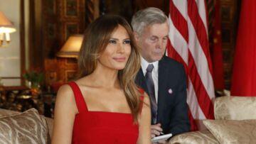 PHOTOS – Melania Trump raccourcit sa robe Valentino à 4000 dollars