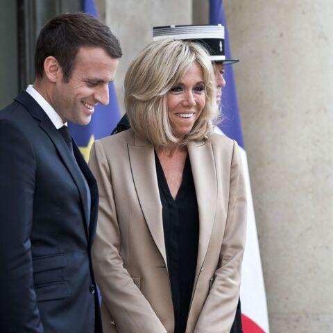 PHOTOS – Brigitte Macron: elle rayonne en pantalon noir ultra slim et blazer cintré