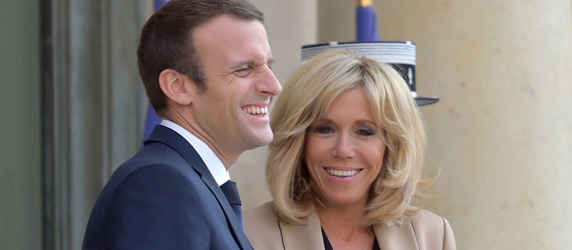 PHOTOS – Emmanuel et Brigitte Macron complices et tout sourire pour accueillir le premier ministre australien à l'Élysée