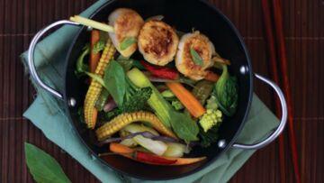 Saint-jacques snackées à la citronnelle et wok de légumes façon thaïe
