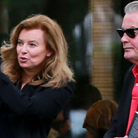 Valérie Trierweiler en couple avec Alain Delon? L'ex first girlfriend répond sur Twitter