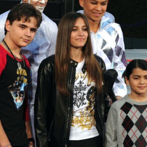 Debbie Rowe garde un œil sur la famille Jackson