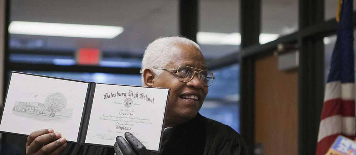 Alva Earley, 55 années d'attente pour un diplôme