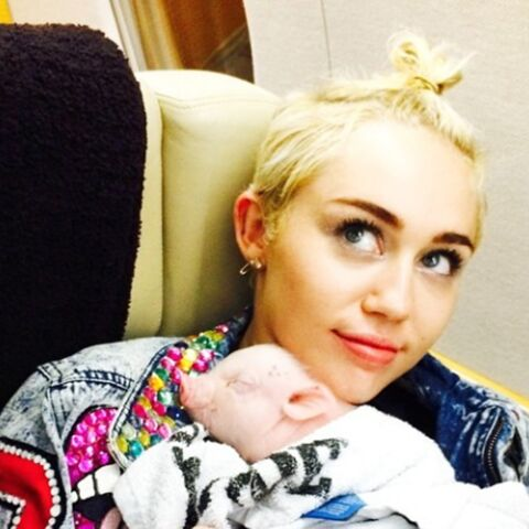Miley Cyrus pouponne