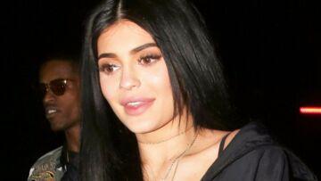 PHOTOS – Kylie Jenner: les cheveux roses, elle s'affiche sexy et torride en lingerie jaune pour ses 20 ans