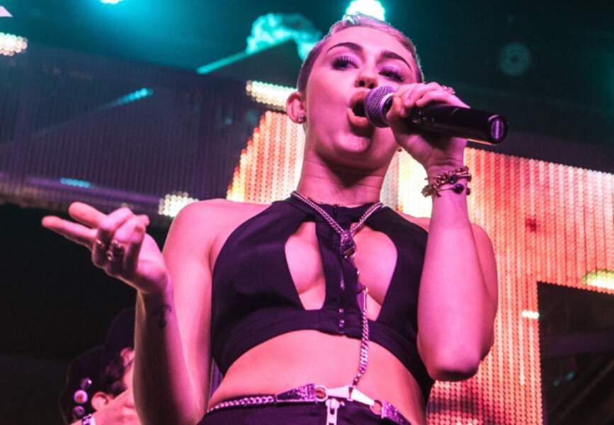Miley Cyrus change de registre avec sa coupe ultracourte