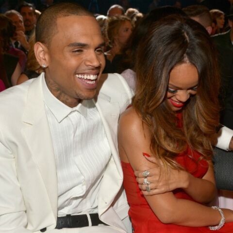 Chris Brown met Rihanna à la porte… de son album
