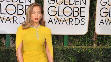 Jennifer Lopez se couvre (enfin) pour les Golden Globes