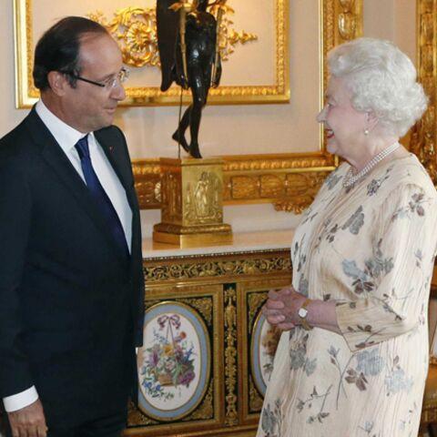 François Hollande parle de la pluie avec la Queen