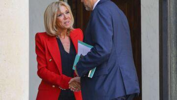 PHOTOS – Brigitte Macron: pourquoi elle ne lâche pas ses blazers épaulés