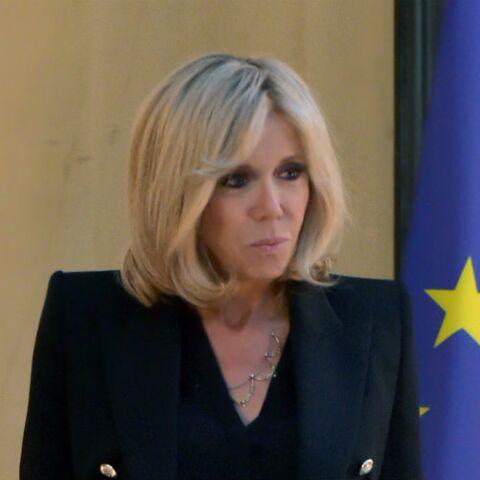 Brigitte Macron reçoit tellement de lettres qu'il faut 5 personnes pour gérer son courrier à l'Élysée