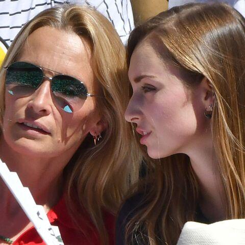 PHOTOS – Estelle Lefébure et sa fille Emma très complices à Roland-Garros