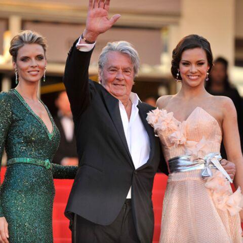 Les Miss France s'éloignent d'Alain Delon