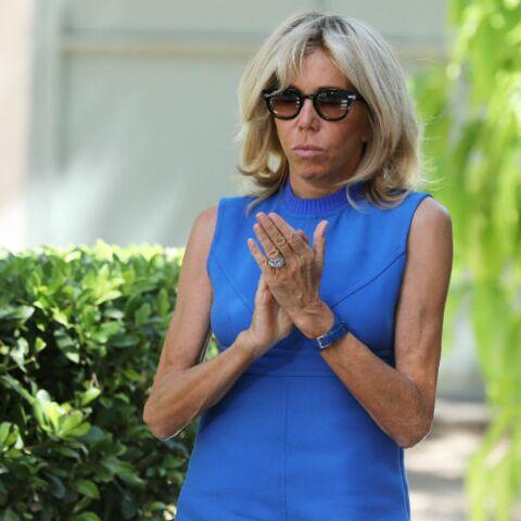 PHOTOS – Brigitte Macron, sa fameuse robe Louis Vuitton se décline désormais en bleue