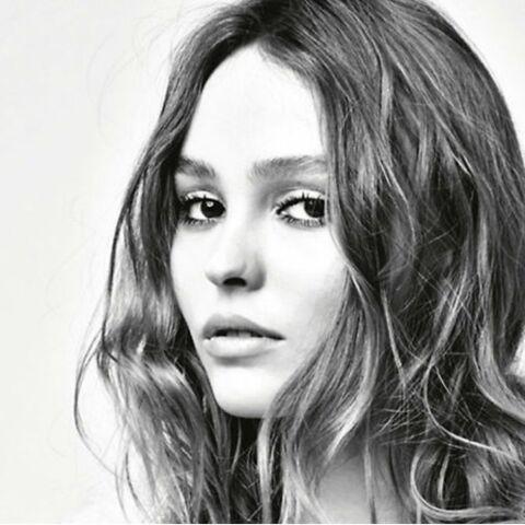 PHOTO – Lily-Rose topless: pour la papesse de la mode Carine Roitfeld, la fille de Vanessa Paradis se transforme