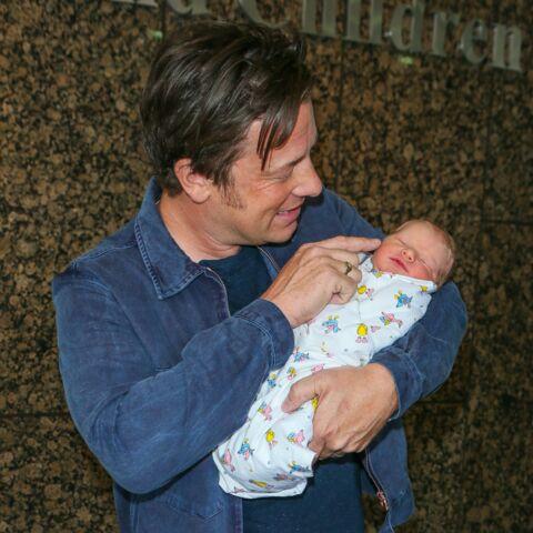Jamie Oliver présente son cinquième bébé