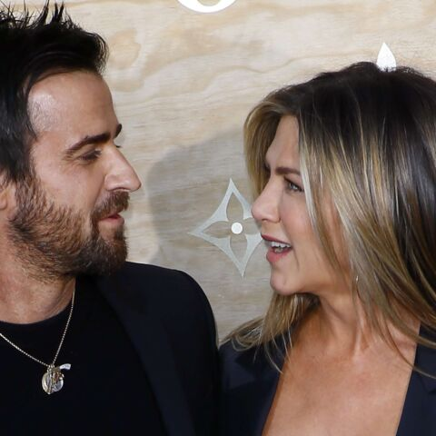 PHOTOS – Jennifer Aniston et Justin Theroux : assortis et amoureux en total look noir