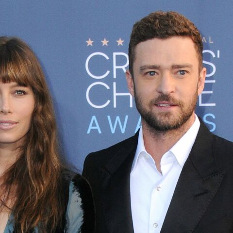 PHOTOS – Tous en couple! Justin Timberlake, Hugh Grant, Mel Gibson et leurs chéries aux Critics' choice awards