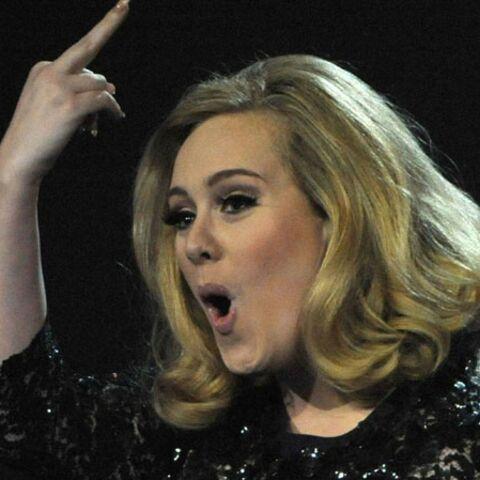 Adele, obligée d'allaiter? «Ils peuvent aller se faire voir»